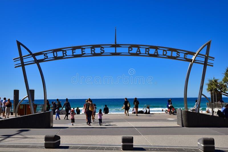 冲浪者天堂海滩的人们 库存照片