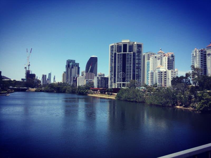 冲浪者天堂美丽的景色,从横渡运河的桥梁 库存图片