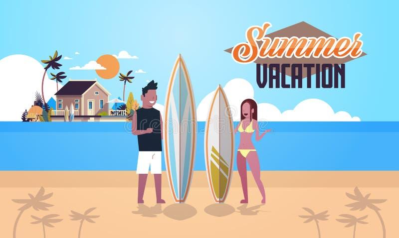 冲浪者夫妇暑假人妇女在日落海滩别墅房子热带海岛上的水橇板在舱内甲板上写字的 库存例证