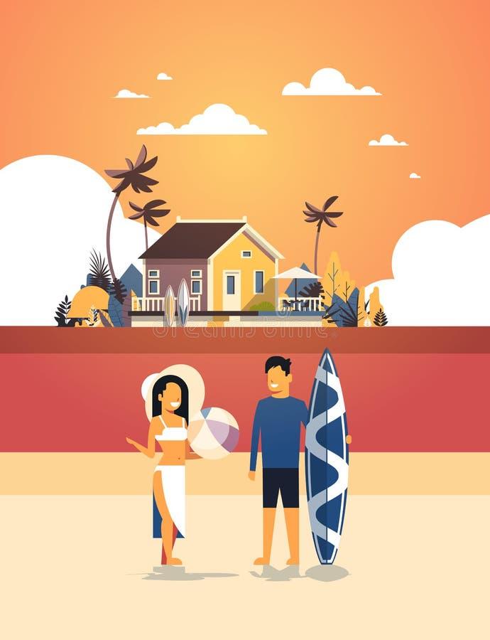 冲浪者夫妇暑假人妇女在日落海滩别墅房子热带海岛垂直的舱内甲板的水橇板 向量例证