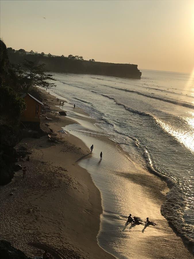 冲浪者的巴厘岛海滩 免版税图库摄影