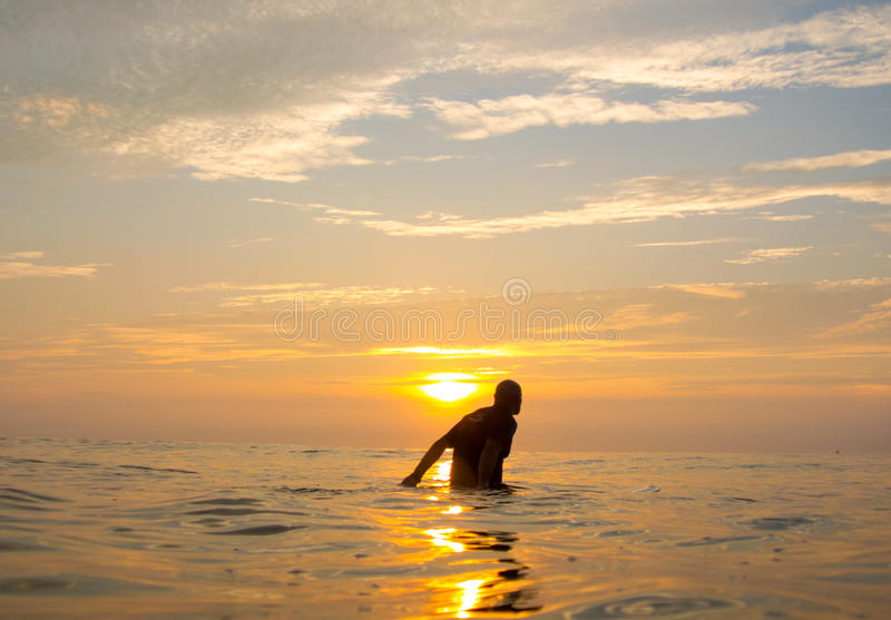 冲浪者等待 库存照片