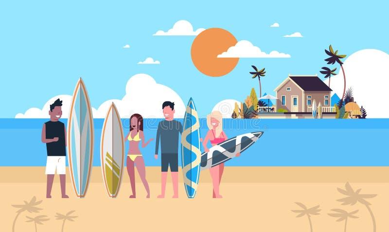 冲浪者队暑假人编组在日落海滩别墅房子热带海岛舱内甲板的水橇板 向量例证