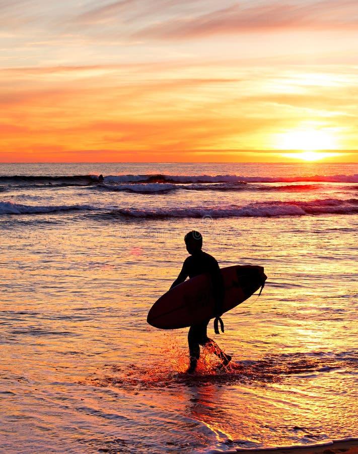 Download 冲浪者,葡萄牙 库存照片. 图片 包括有 海岸, 五颜六色, 火箭筒, 自由, 日落, 乐趣, 体育运动 - 62539432