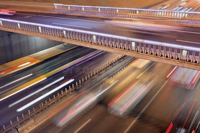 冲的交通光足迹在北京在晚上 库存照片
