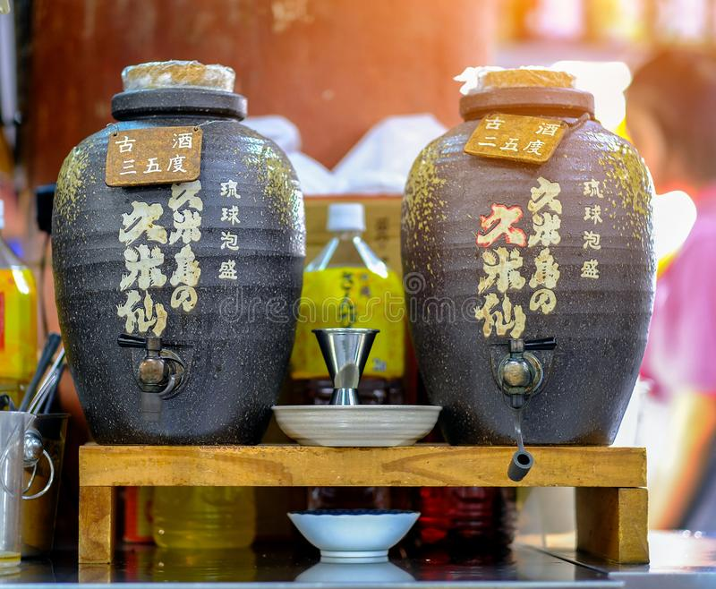 冲绳岛,日本- 2018年8月18日:两瓶子或或瓶缘故 免版税库存图片