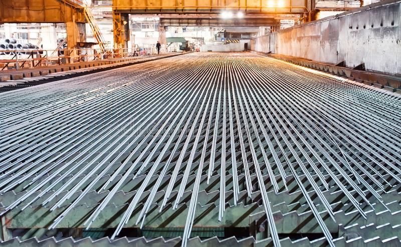 冶金学产业 轧板机 阀门在滚动以后冷却 免版税库存照片