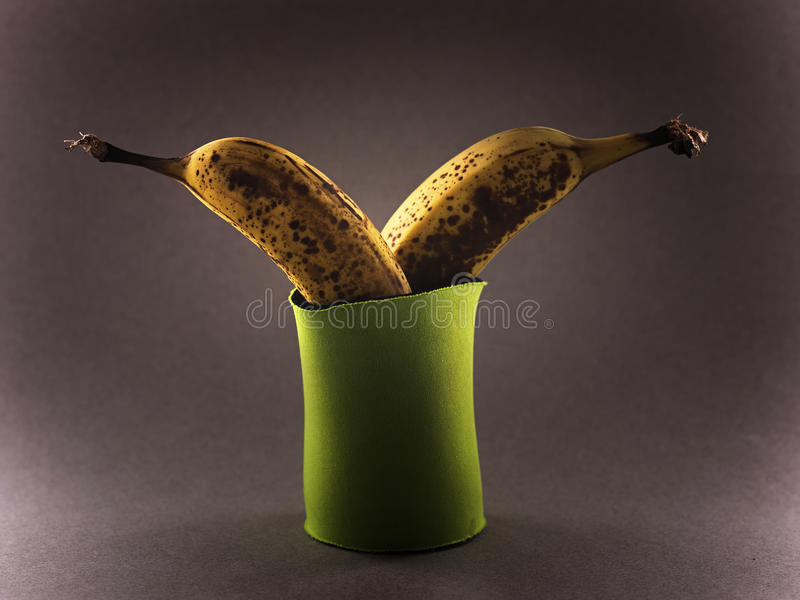 冷却囊的香蕉 免版税库存图片