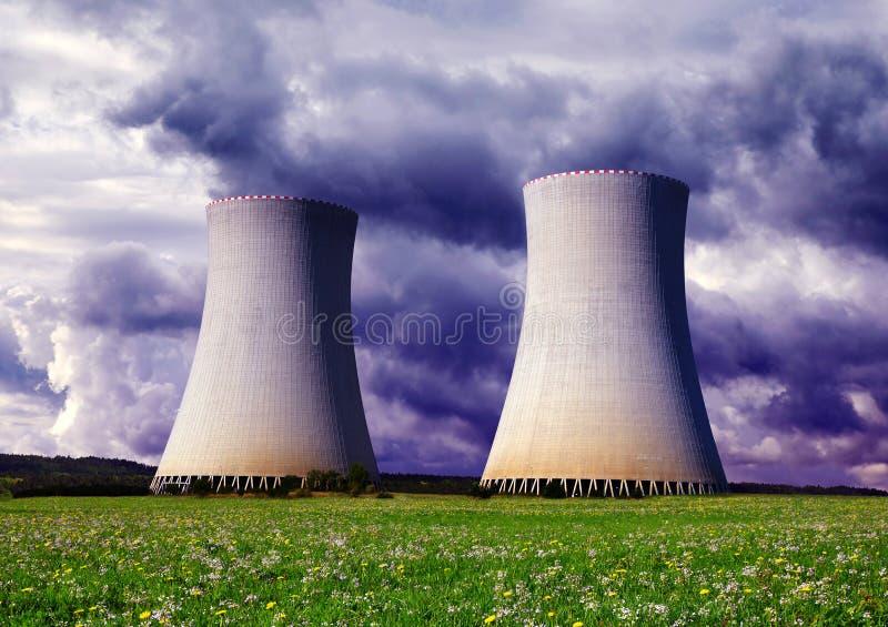 冷却的核工厂次幂塔 免版税图库摄影