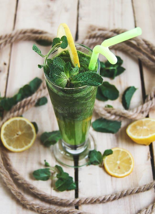 冷和新鲜的汁液汁mojito 免版税图库摄影