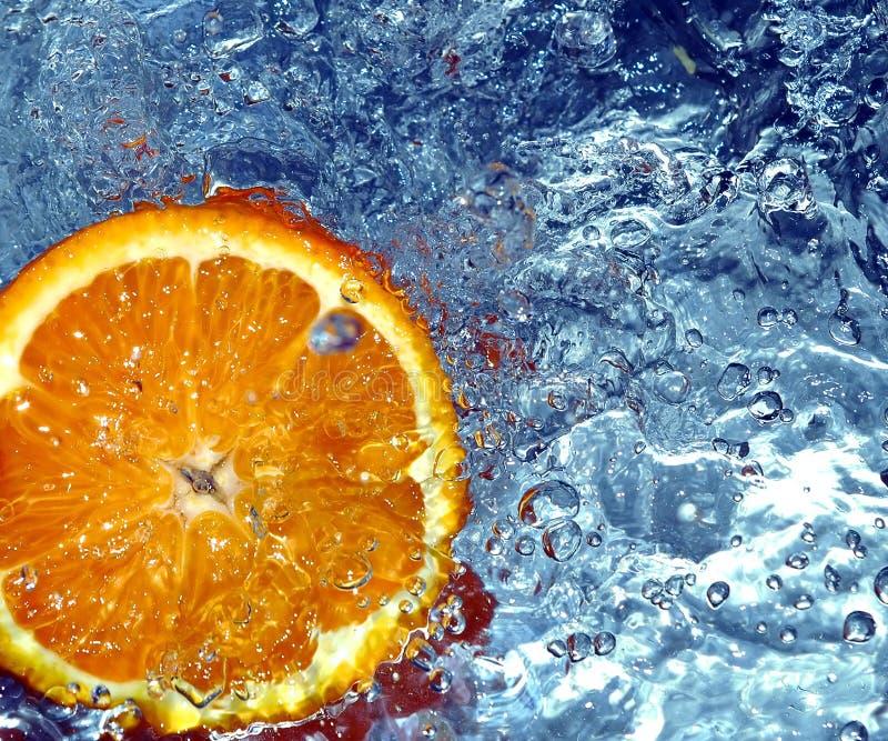 冷新鲜的橙色水 免版税库存图片