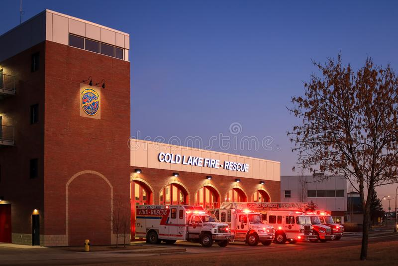 冷湖火灾救援站 加拿大艾伯塔省冷湖 — 2019年8月22日 这幢新楼取代了旧的南火 免版税库存照片