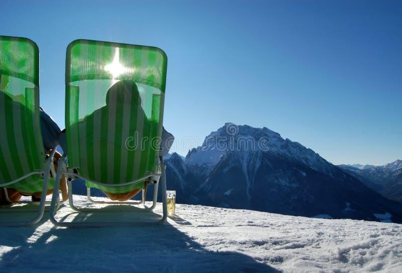 冷漠山的日光浴者 免版税库存照片