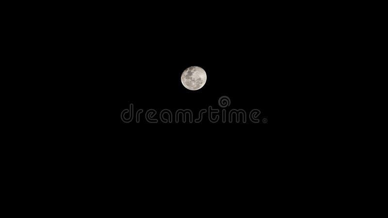 冷的夜月亮在波哥大 库存照片