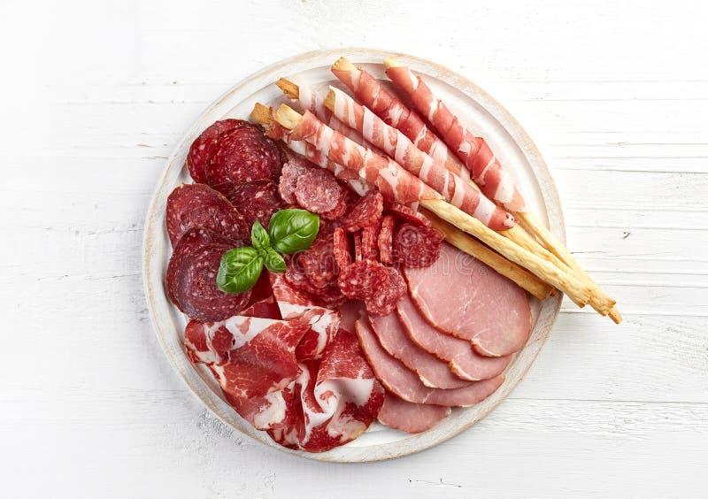 冷的熏制的肉板材 免版税库存图片