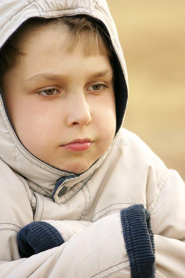 冷颤的男孩 免版税图库摄影