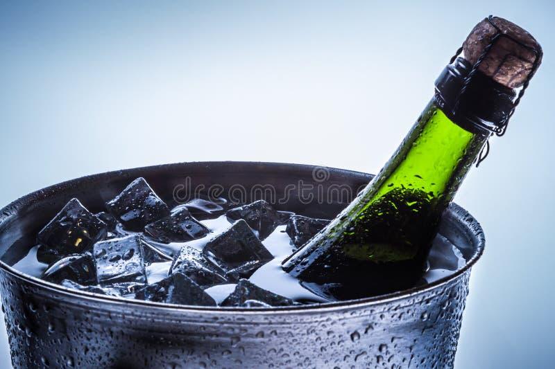 冷香槟的庆祝特写镜头  免版税库存照片