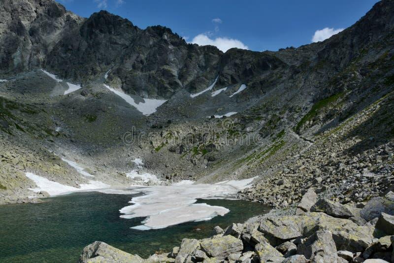冻塔恩省, Zamrznuté pleso,在高Tatras在斯洛伐克 免版税库存照片