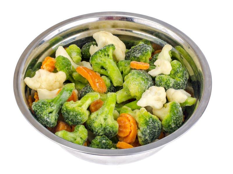 冻菜的混合在金属碗的 库存图片