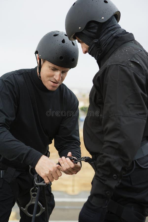 准备上升的设备的特警队 免版税库存图片
