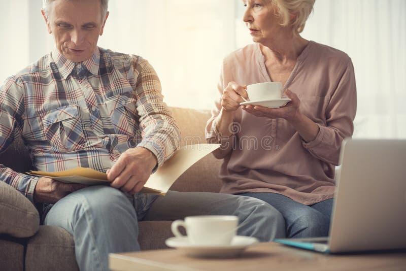 准备他们的意志的老夫妇 库存图片