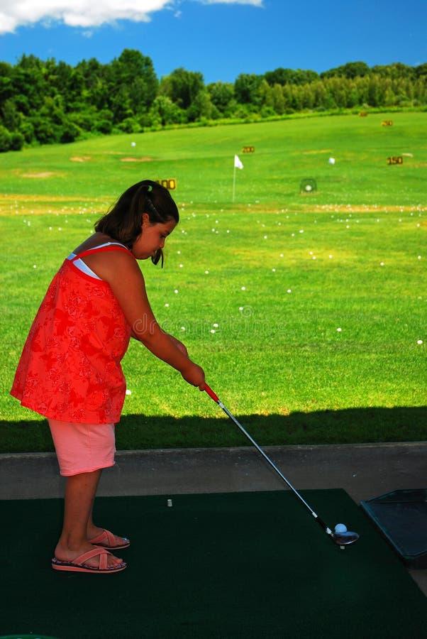 准备在高尔夫球范围 库存图片