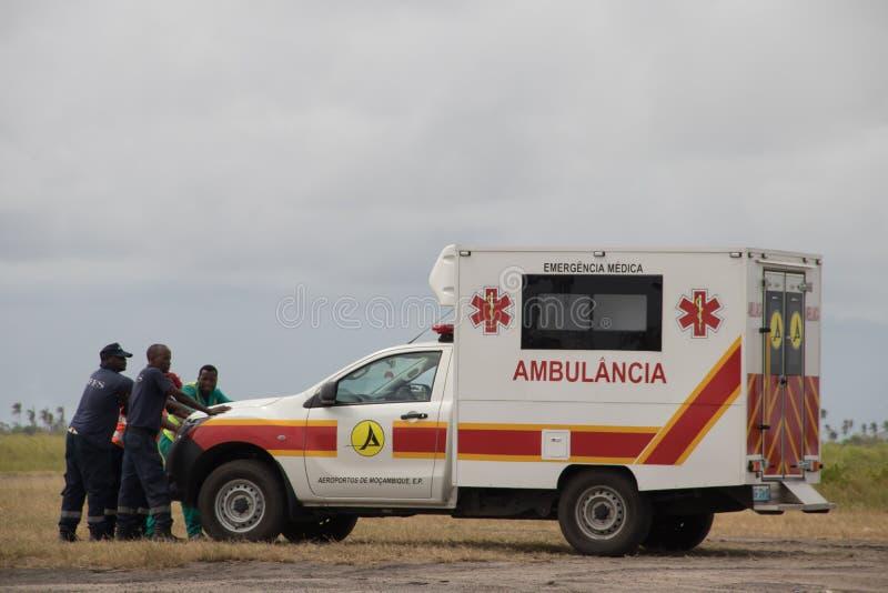 准备好救护车的车在Cyclon Idai以后协助在莫桑比克 免版税库存照片