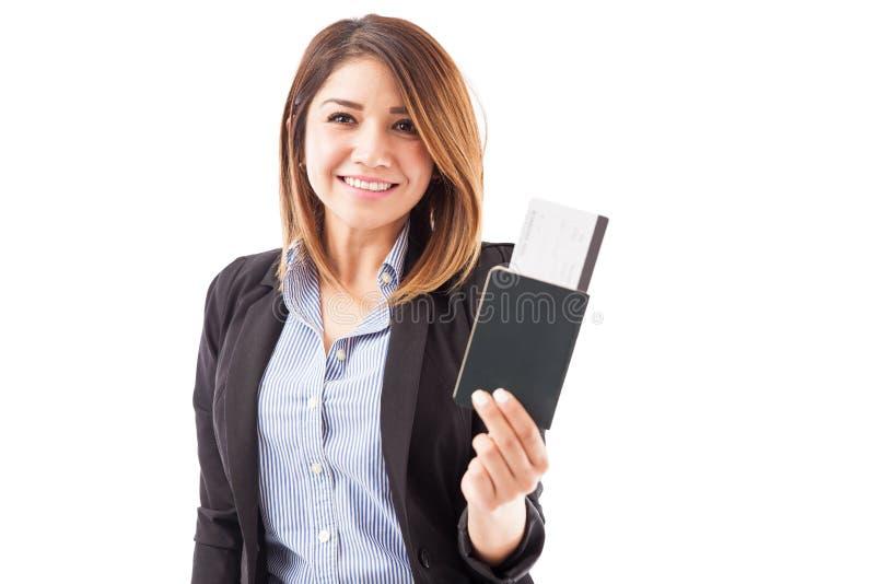 准备好的女实业家旅行 免版税库存照片