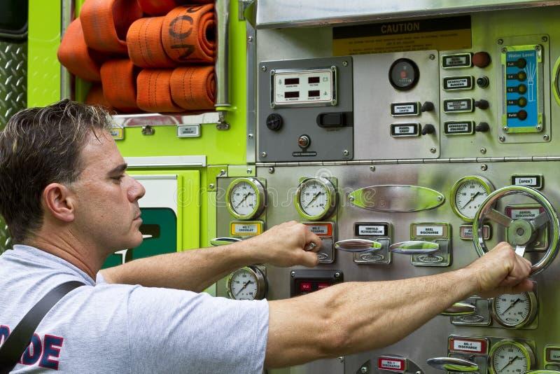 准备好的消防员 免版税库存图片
