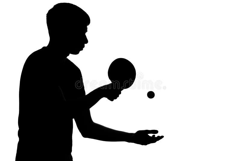 准备好的运动员击中乒乓球 免版税库存照片