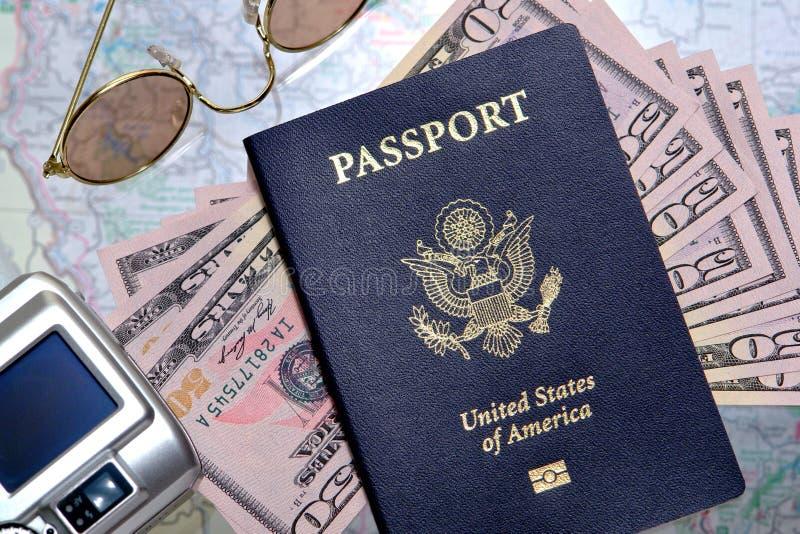 准备好货币的护照移动我们 图库摄影