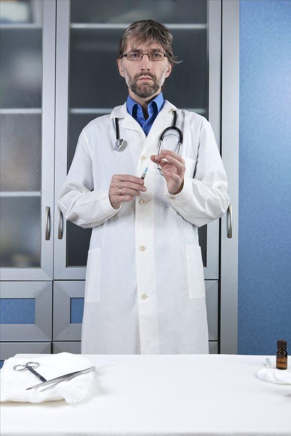 准备射入的医生 库存图片