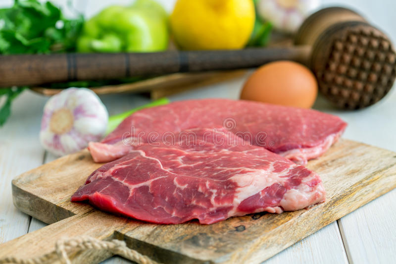 Download 准备的炸肉排产品 库存照片. 图片 包括有 新鲜, 营养, 没人, 片式, 锤子, 小牛肉, 饮食, 正餐 - 72365612