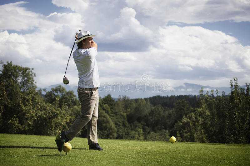 准备的高尔夫球运动员 库存照片
