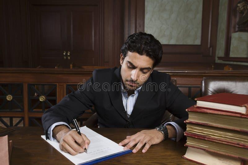 准备笔记的男性提倡者 免版税库存照片