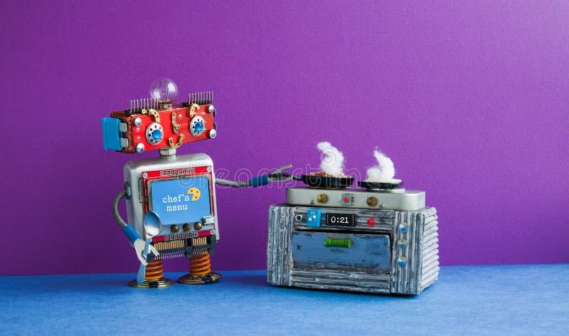 准备膳食煎锅,电子火炉烤箱的机器人厨师 创造性的设计戏弄,自动化机器人未来聪明的家 免版税库存图片