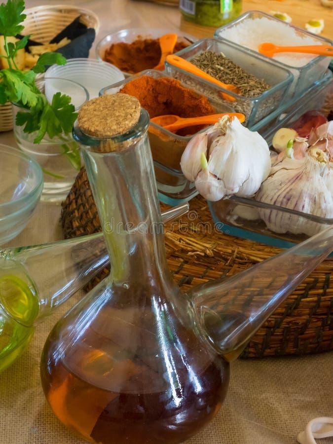 准备Canarian烹调、绿色mojo和红色mojo的picon典型的调味汁的成份  库存照片