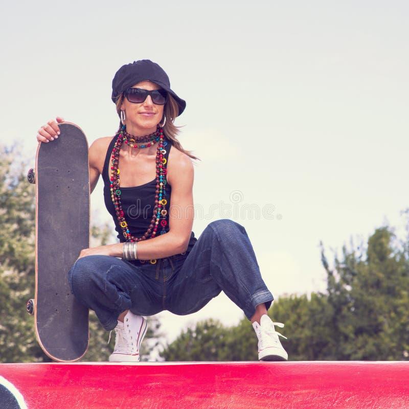 凉快的滑板妇女 库存图片
