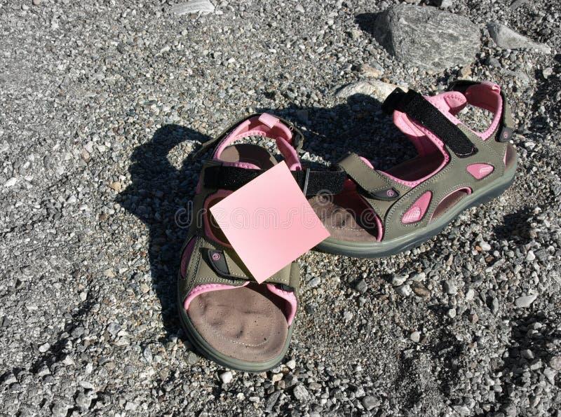 凉鞋和柱子 库存图片