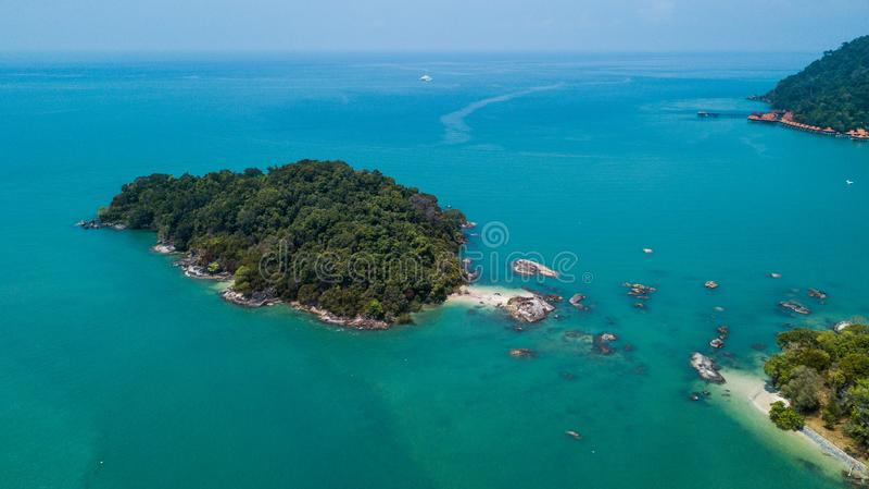 凌家卫岛,马来西亚鲜绿色海岛  库存照片