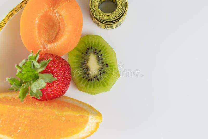 Download 减肥的果子 库存图片. 图片 包括有 橙色, 评定, 亭亭玉立, 背包, 丢失, 饮食, 混合, 食物, 有机 - 59112475