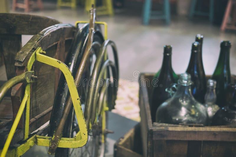减速火箭的三轮车 葡萄酒trishaw 传统人力车 免版税库存图片