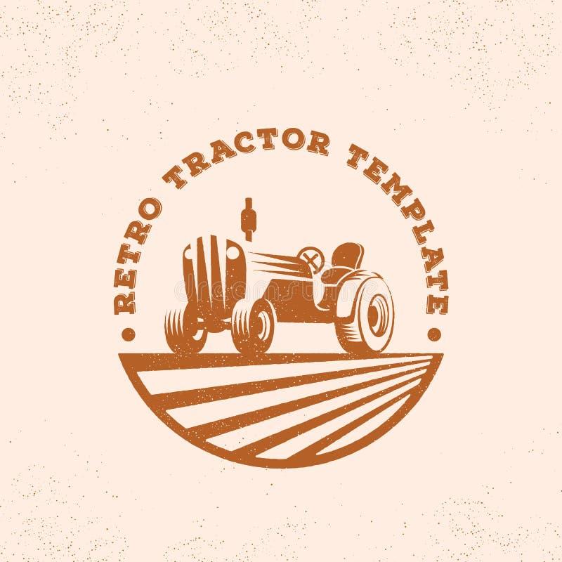 减速火箭的拖拉机剪影传染媒介商标或象征模板 葡萄酒与Typogrphy的农厂标志 皇族释放例证