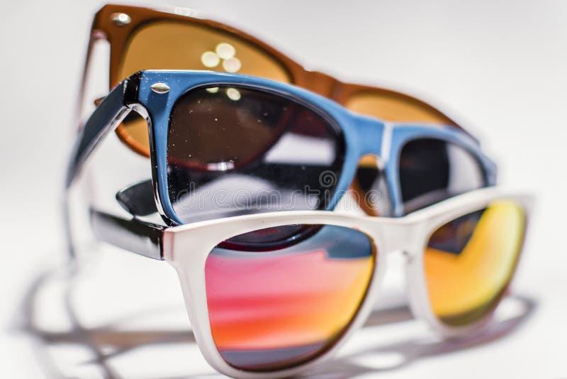 减速火箭的时髦的玻璃用不同的颜色 免版税库存照片