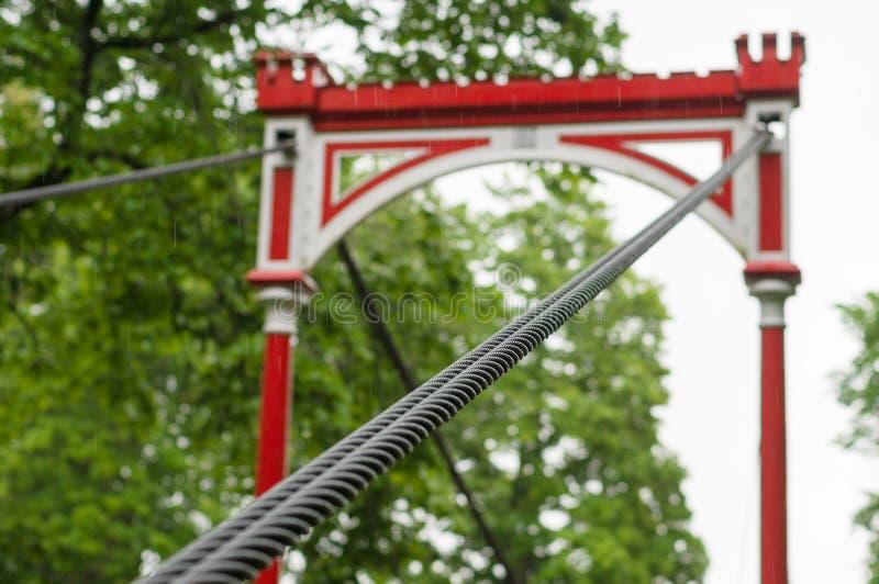减速火箭的样式桥梁在雨中 库存图片