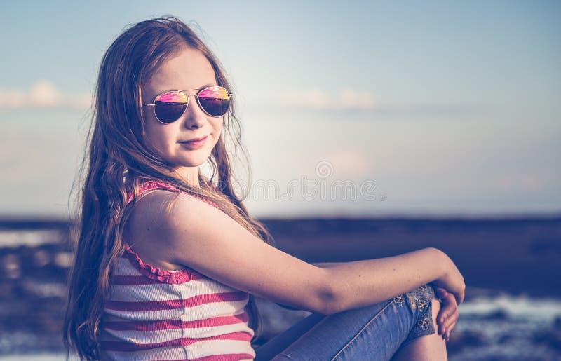 减速火箭的样式的时兴的女孩 库存图片