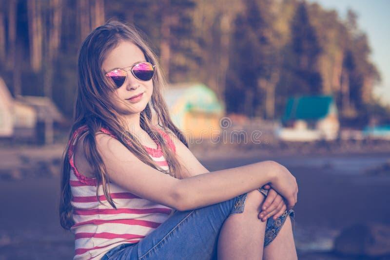 减速火箭的样式的时兴的女孩 免版税图库摄影