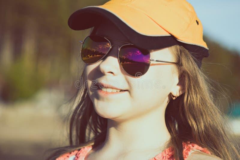减速火箭的样式的时兴的女孩 免版税库存照片