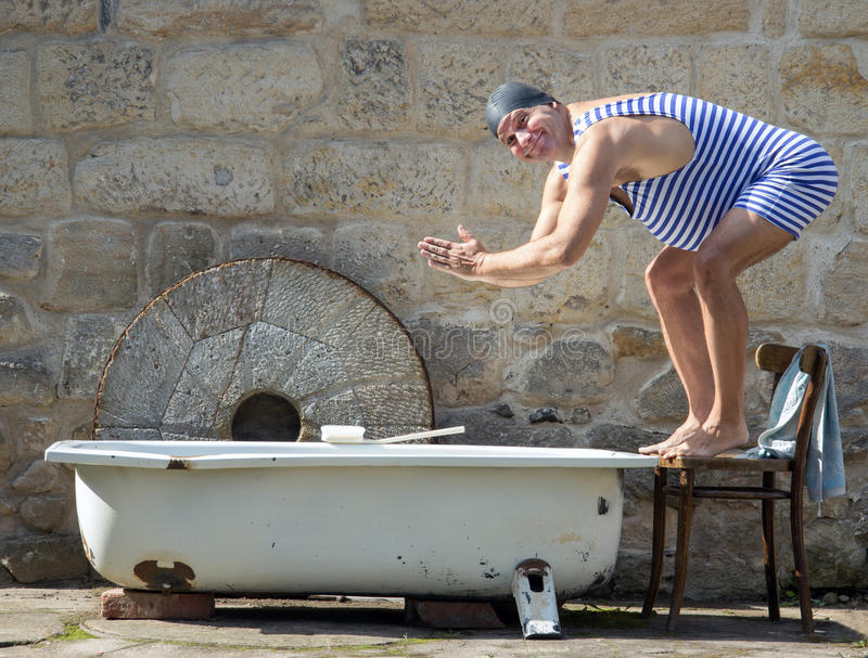 减速火箭的泳装的人 免版税库存照片