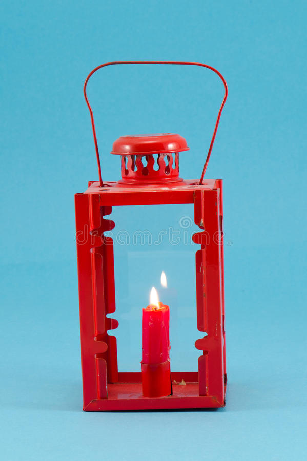 减速火箭的烛台把柄红色蜡烛烧伤闪亮指示蓝色 库存图片